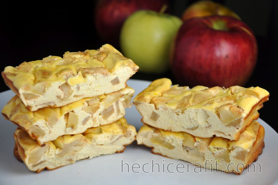 Barras de tarta de queso con manzana y proteínas (sin gluten, sin azúcar)