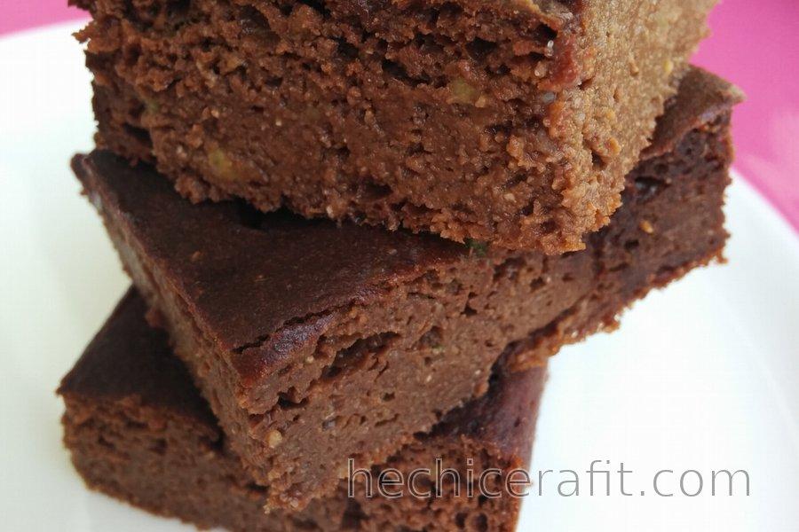 Pastel saludable de aguacate y chocolate