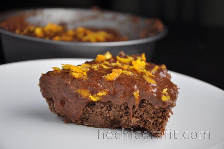 Pastel de garbanzo saludable con chocolate y naranja