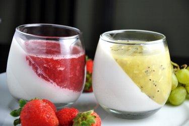 Gelatina saludable de crema de coco y fruta