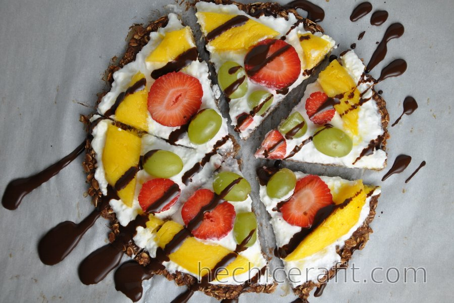 Pizza saludable de avena con fruta