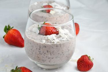 Avena saludable de fresa preparada la noche antes