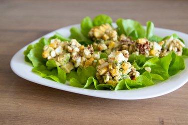 La Mejor Ensalada Saludable de Huevo y Aguacate