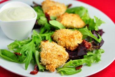 Sencillos nuggets de pollo horneados con corteza de yogur