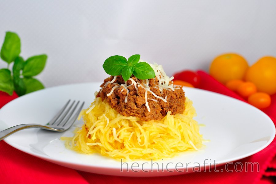 """""""Espagueti"""" de calabaza con pavo molido en salsa de tomate"""