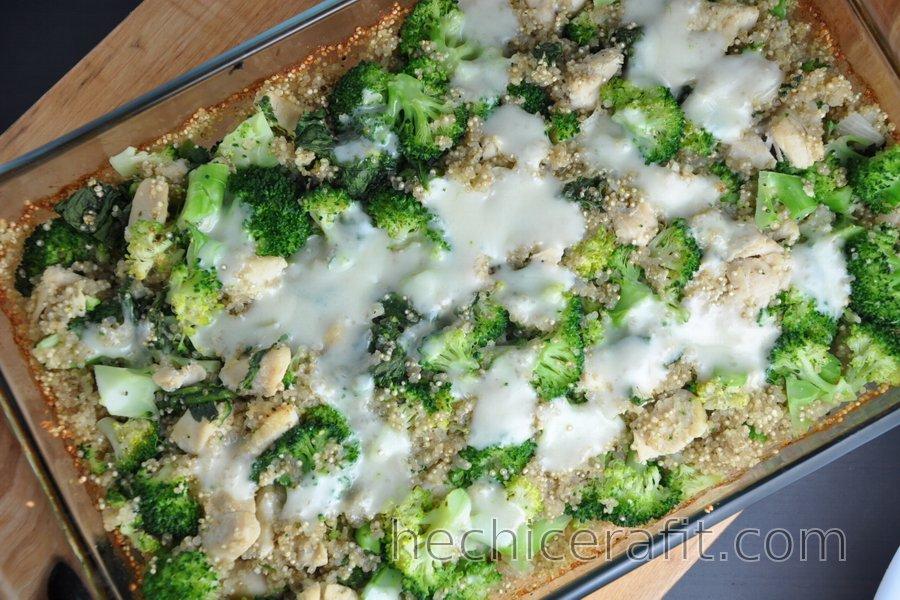 Quinoa horneada con brócoli y pollo